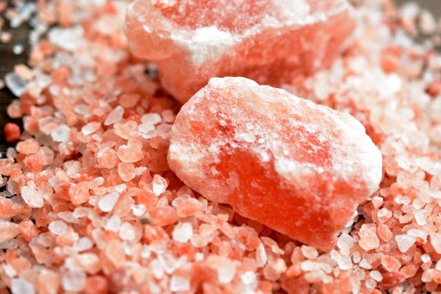 ミネラルは、海塩と岩塩どちらが多い?